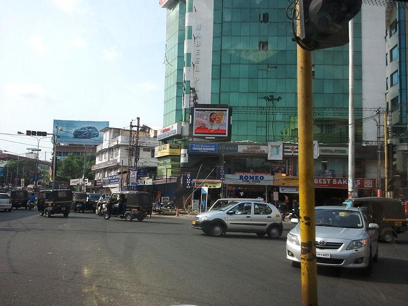 800px-Ernakulam_M.G_Road_Medical_Trust_Junction